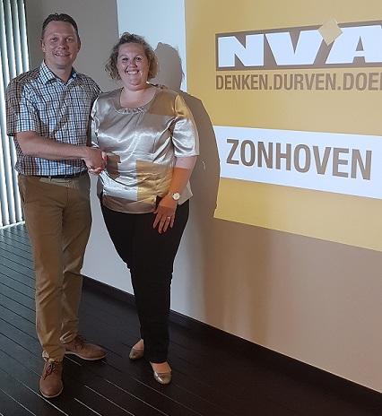 Bart Vanhorenbeek geeft de fakkel door aan Nathalie Claes
